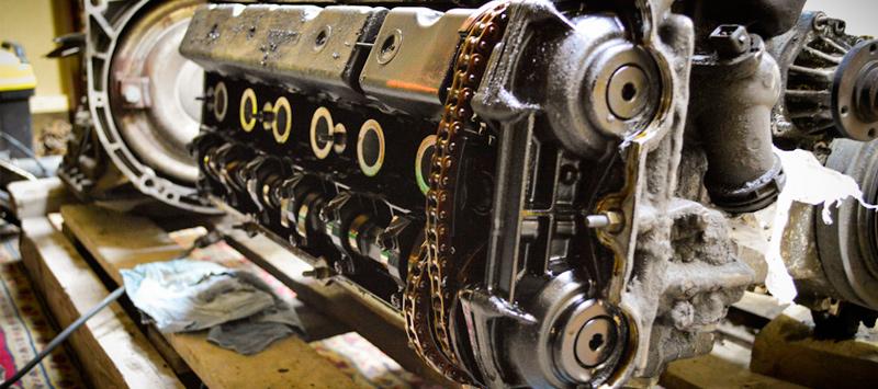 Демонтированный двигатель